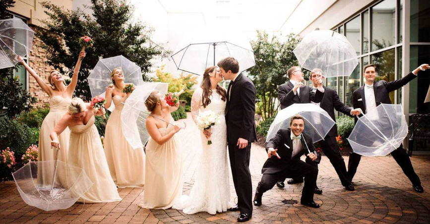 groom surprise his bride